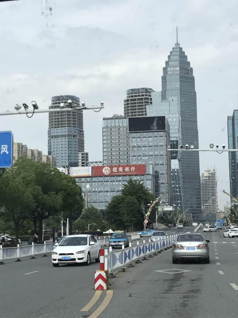 浙江省某市核心地段双子楼商住项目18亿转让[项目编号:XM1440]