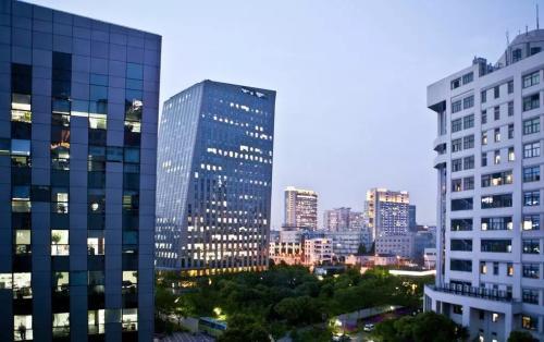 上海市漕河泾开发区松江高科园内的某产业园5亿整体股权转让